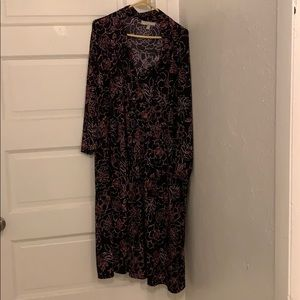 Woman within floral button down sheath dress 38/40